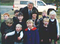 Julia Roberts and Richard Gere graciously posed for pictures with the children of Waugh United Methodist Church, the filming location.