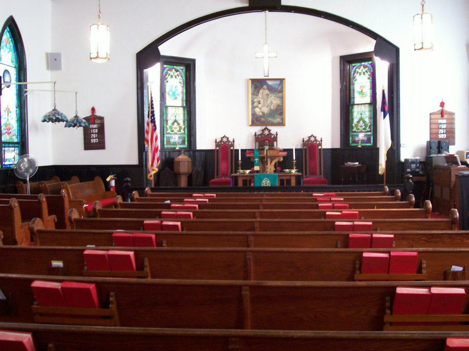 Pews can be configured for a central aisle.